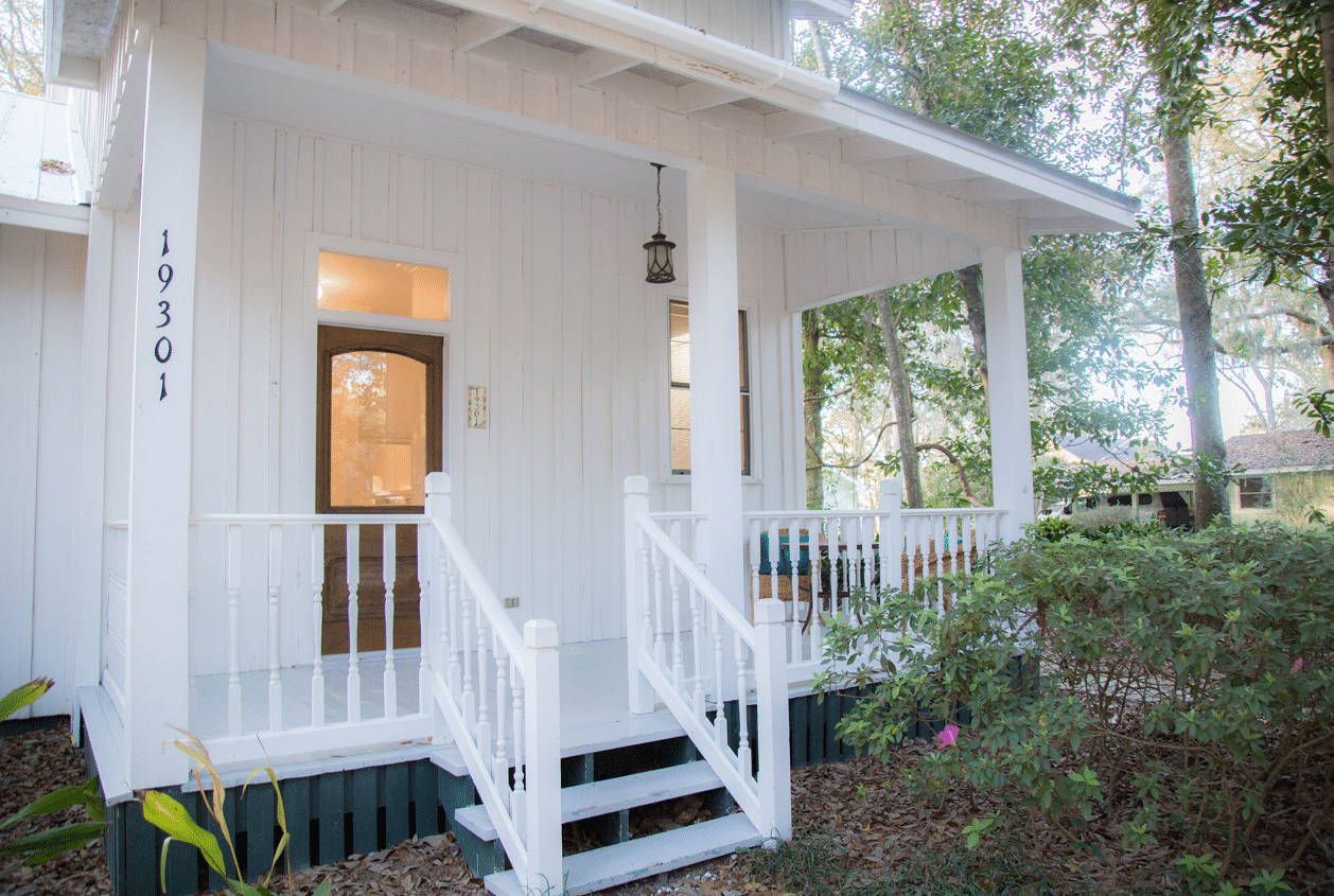 19301 Scenic Hwy 98 Front Porch