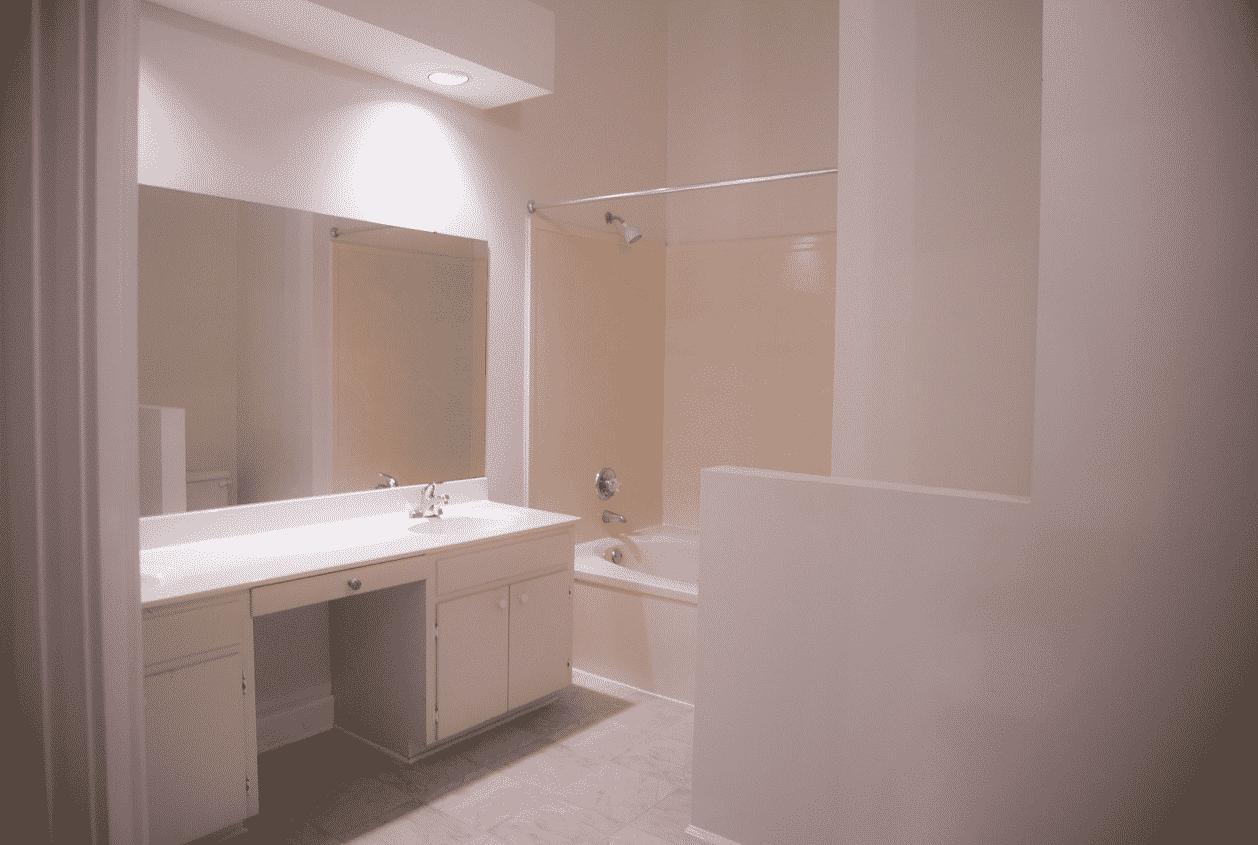 19301 Scenic Hwy 98 Upstairs Master Bathroom