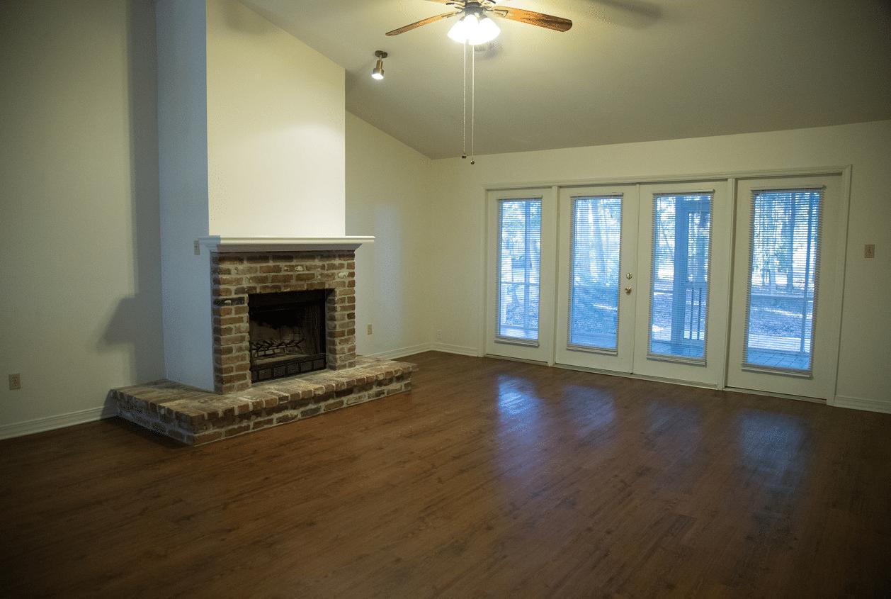19303 Scenic Hwy 98, Living Room
