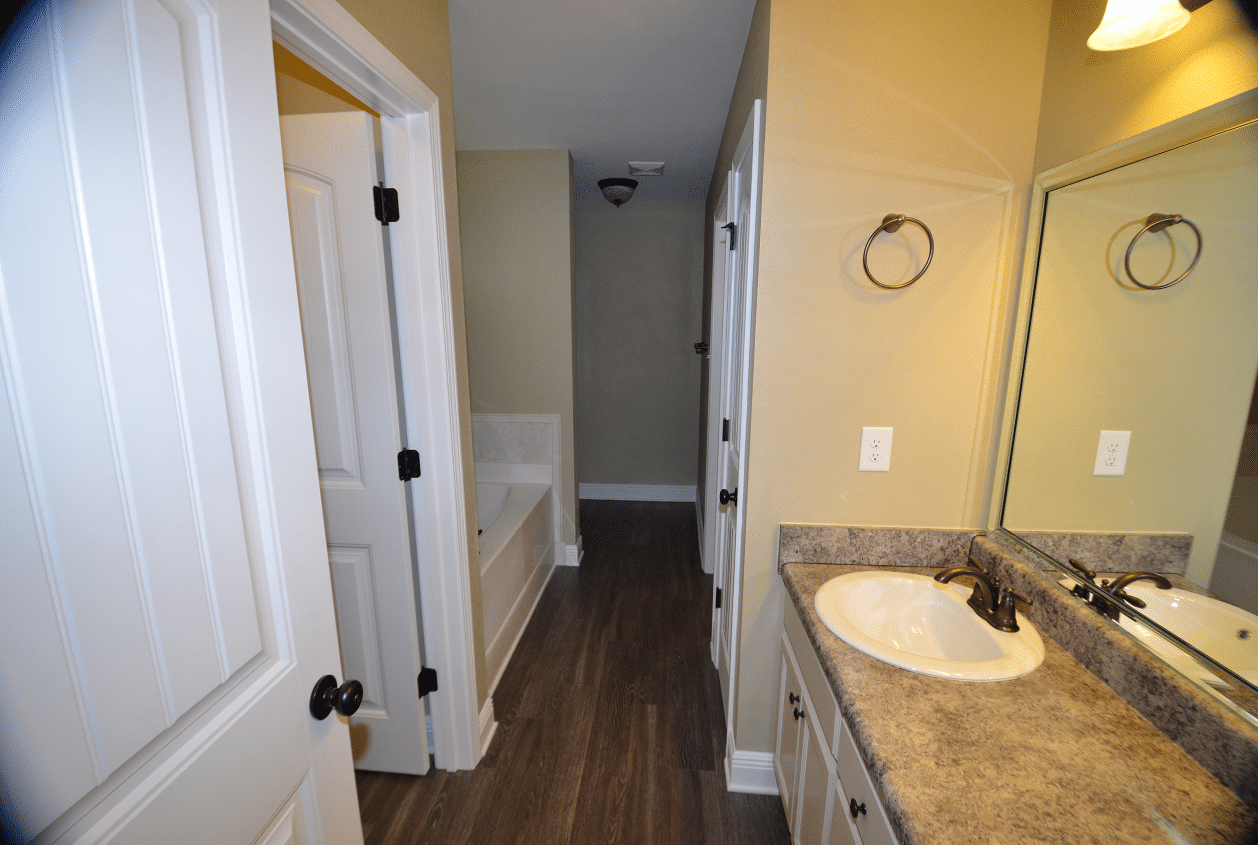 206 Summerfield Drive Master Bathroom