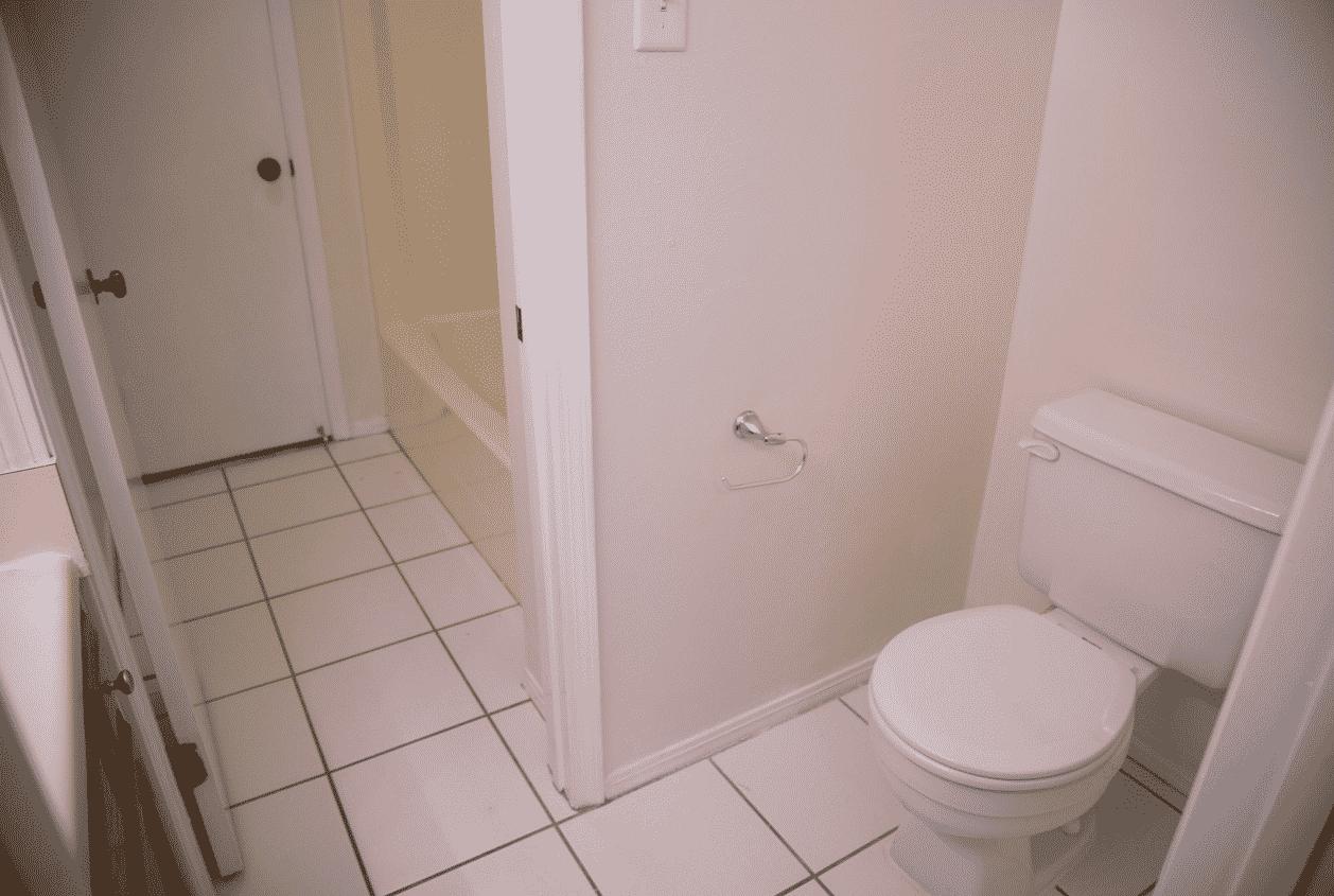 15-16-Summer-Oaks-Upstairs-Bathroom