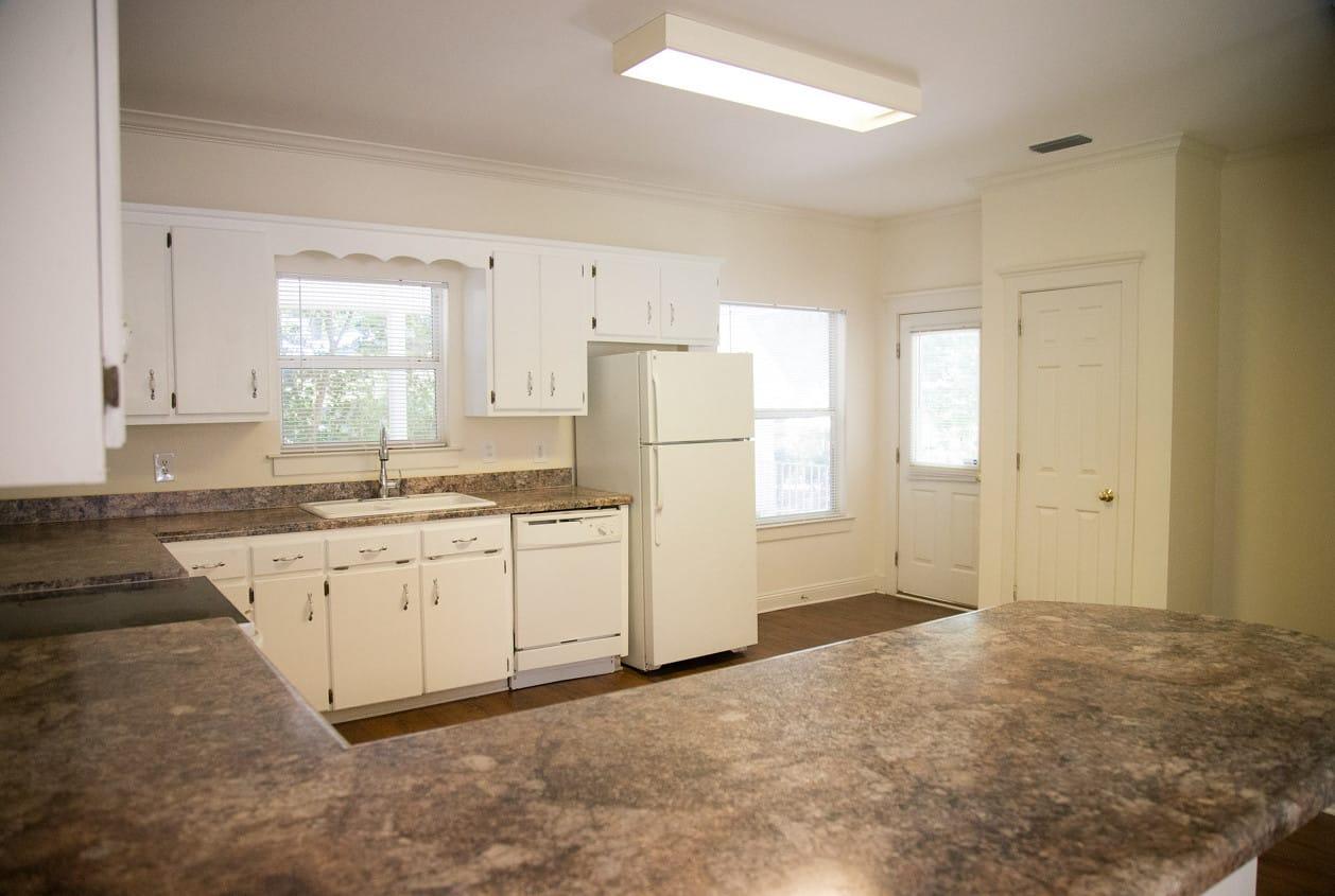 12-108-White-Avenue-Kitchen