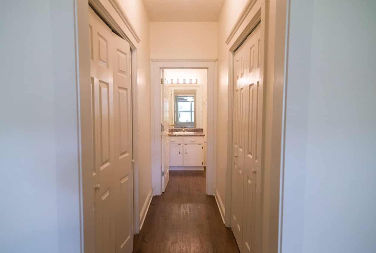 17-108-White-Avenue-Master-Suite