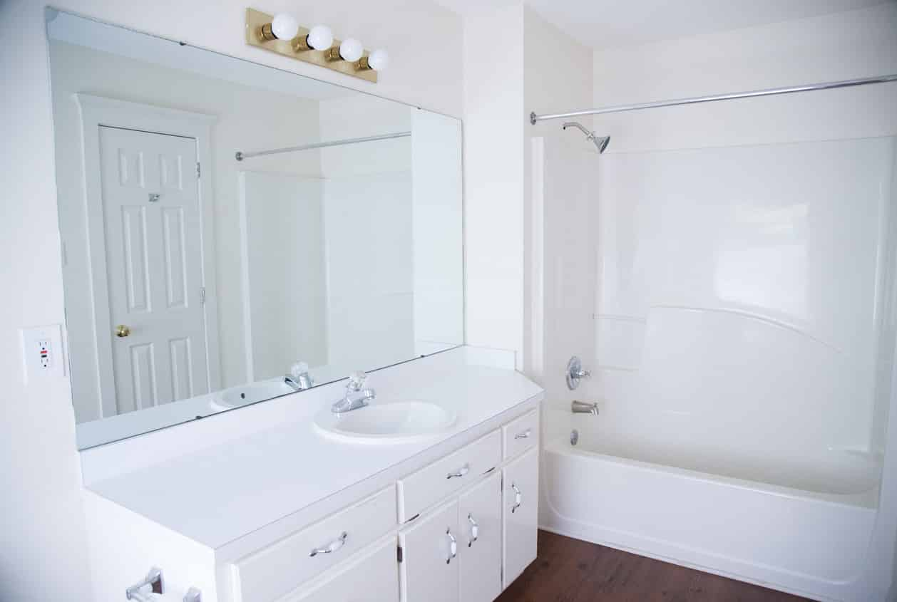 24-108-White-Avenue-Bathroom2