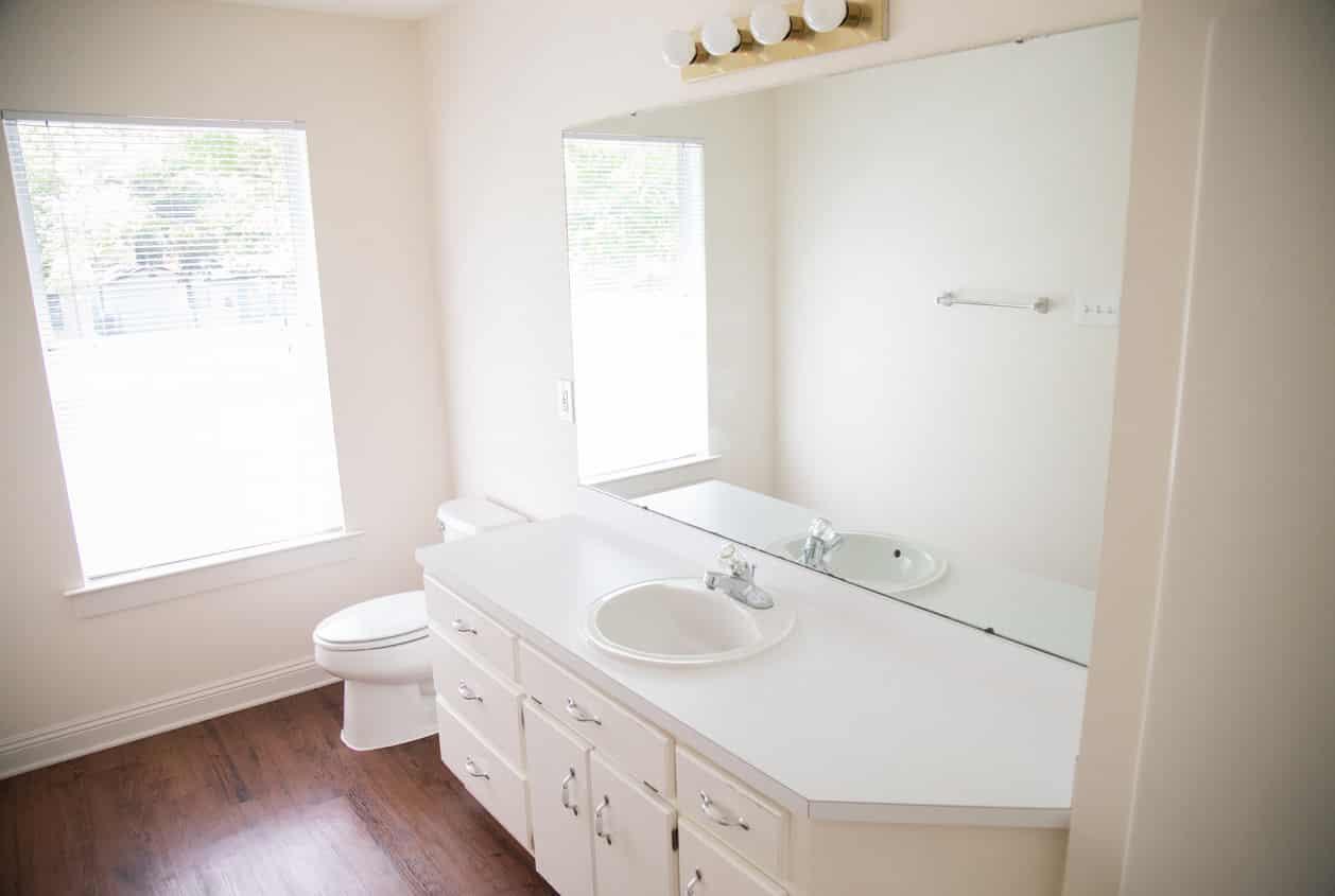 25-108-White-Avenue-Bathroom2