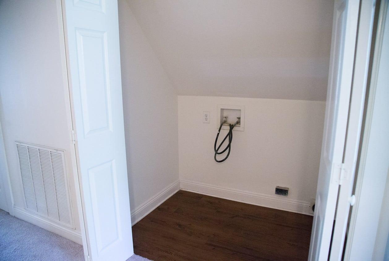 26-108-White-Avenue-Upstairs-Laundry