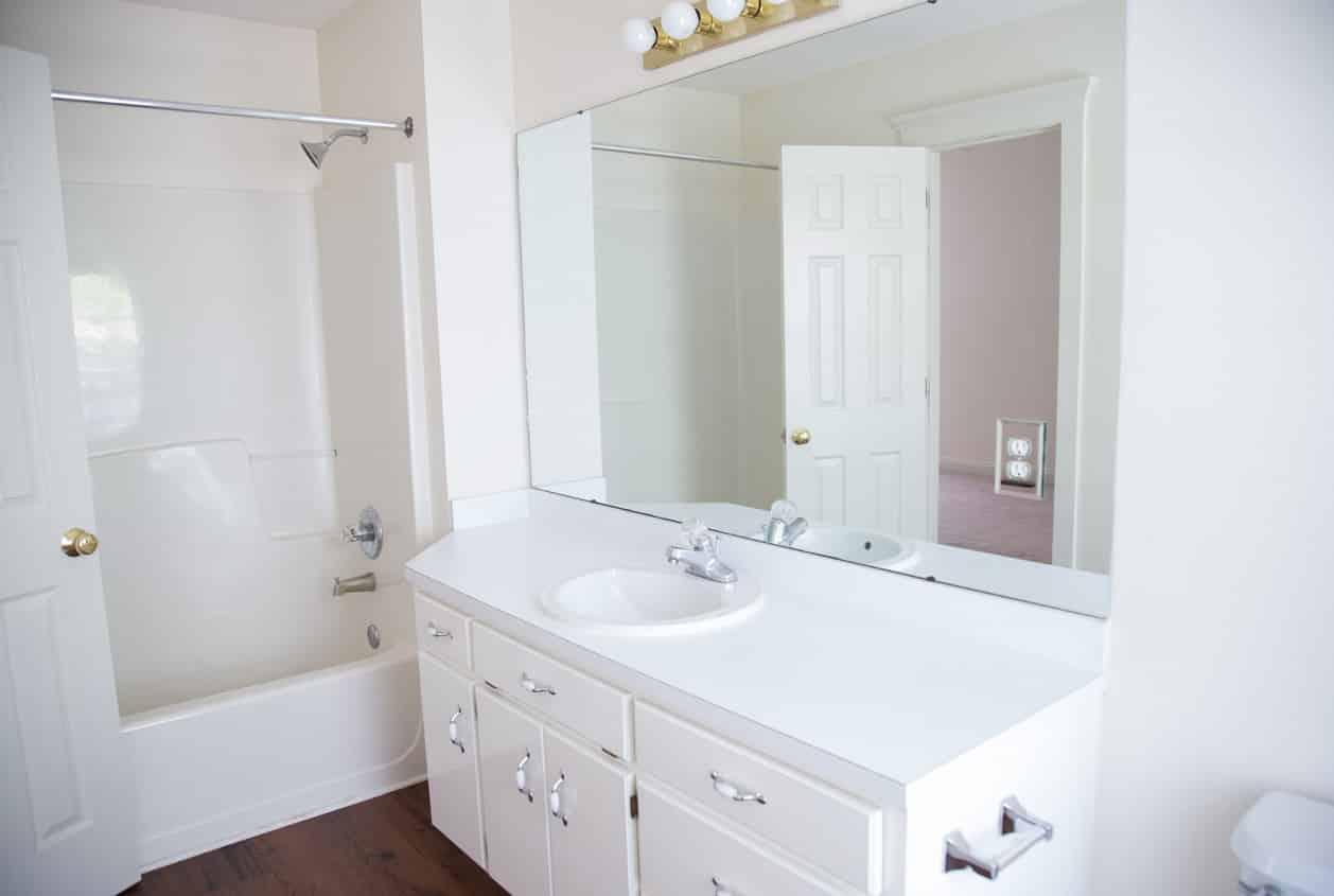 31-108-White-Avenue-Bathroom3