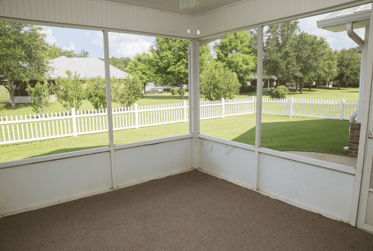 113 Summerfield Screened Porch
